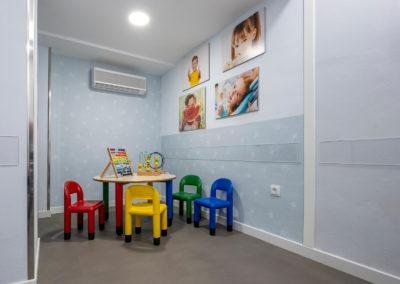 Sala de juegos para niños de la clínica dental Dr Eduardo Abad en Jaén