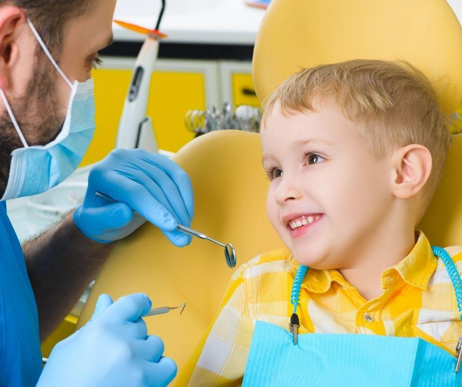 ¿Cuándo debo empezar a llevar a mi hijo al dentista clínica dental de confianza en jaén del Dr Abad