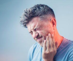 ¿Es malo comer chicle? Clínica dental en Jaén Dr. Abad